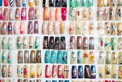 nails-painted-in-various-designs-on-display-in-nail-salon
