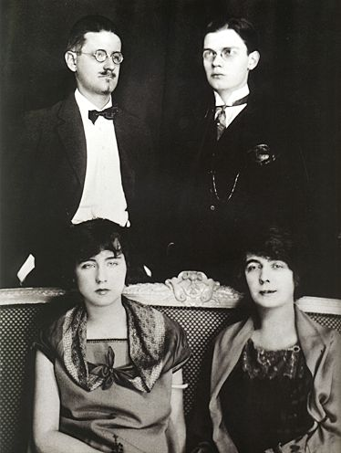 James-Giorgio-Nora-Lucia-Joyce-Paris-1924